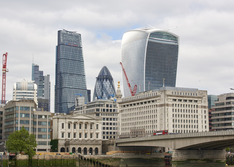Walkie-Talkie-wind-blow-chaos_dezeen_784